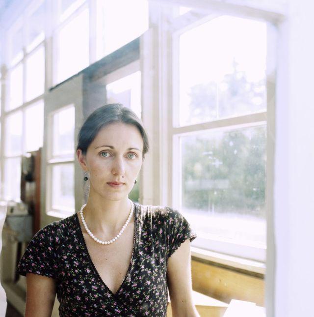 Daniela Krien am Fenster